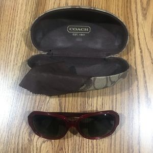 Coach sunglasses with case and cleaning cloth